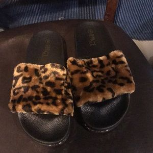 Shoes - Hollywood faux fur Sandals
